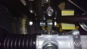 Universal joint between column and rack